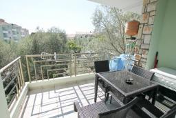 Балкон. Рафаиловичи, Черногория, Рафаиловичи : Апартамент в 100 метрах от моря, с гостиной и отдельной спальней