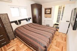 Спальня 2. Рафаиловичи, Черногория, Рафаиловичи : Апартамент с двумя отдельными спальнями и ванными комнатами, для 4 человек