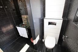 Ванная комната 2. Рафаиловичи, Черногория, Рафаиловичи : Апартамент с двумя отдельными спальнями и ванными комнатами, для 4 человек