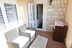 Терраса. Рафаиловичи, Черногория, Рафаиловичи : Апартамент с двумя отдельными спальнями и ванными комнатами, для 4 человек