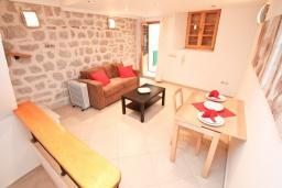 Боко-Которская бухта, Черногория, Котор : Дуплекс апартамент с гостиной и отдельной спальней