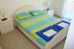 Спальня 2. Будванская ривьера, Черногория, Петровац : Люкс апартамент для 4 человек с двумя отдельными спальнями, с балконом и видом на море
