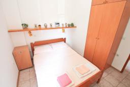 Спальня 2. Будванская ривьера, Черногория, Петровац : Апартамент в 30 метрах от пляжа, с двумя отдельными спальнями