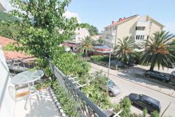 Балкон. Будванская ривьера, Черногория, Петровац : Апартамент в 30 метрах от пляжа, с двумя отдельными спальнями