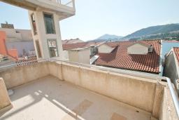 Балкон. Рафаиловичи, Черногория, Рафаиловичи : Студия с балконом и частичным видом на море
