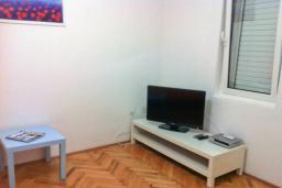 Спальня 2. Бечичи, Черногория, Бечичи : Апартамент с гостиной и отдельной спальней