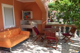 Терраса. Бечичи, Черногория, Бечичи : Апартамент с гостиной и отдельной спальней