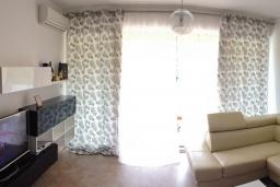 Гостиная. Бечичи, Черногория, Бечичи : Апартамент с гостиной и двумя отдельными спальнями
