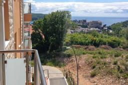 Балкон. Бечичи, Черногория, Бечичи : Апартамент с гостиной и двумя отдельными спальнями