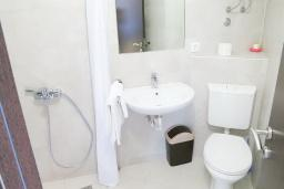 Ванная комната. Будванская ривьера, Черногория, Риека Режевичи : Студия для 2 человек с видом на море