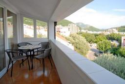 Балкон. Будванская ривьера, Черногория, Петровац : Апартаменты на 3-5 персоны, с отдельной спальней, с балконом