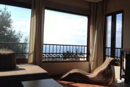 Гостиная. Будванская ривьера, Черногория, Петровац : Уютная двухэтажная вилла с гостиной, кухней, двумя спальнями, с ванной комнатой (душ и джакузи), туалетом и двориком