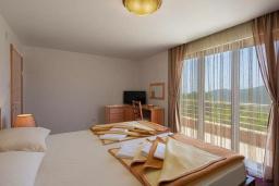 Спальня 2. Будванская ривьера, Черногория, Приевор : Двухэтажная вилла с садом и местом для барбекю, гостиная, 4 спальни, 3 ванные комнаты, Wi-Fi, место для парковки