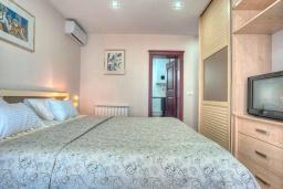 Спальня 2. Будванская ривьера, Черногория, Святой Стефан : Вилла с бассейном и большой террасой, гостиная, 3 спальни, 3 ванные комнаты, Wi-Fi