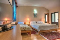 Спальня 3. Будванская ривьера, Черногория, Святой Стефан : Вилла с бассейном и большой террасой, гостиная, 3 спальни, 3 ванные комнаты, Wi-Fi