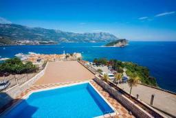 Вид на море. Будванская ривьера, Черногория, Будва : Апартамент с гостиной, двумя спальнями, двумя ванными комнатами, 4 балкона с шикарным видом на море