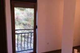 Спальня. Рафаиловичи, Черногория, Рафаиловичи : Апартамент в 150 метрах от пляжа, с гостиной и отдельной спальней