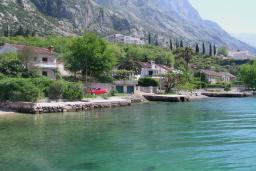 Близлежащие пляжи. Боко-Которская бухта, Черногория, Доброта : Вилла в 70 метрах от пляжа, 2 гостиные-кухни, 4 спальни, 3 ванные комнаты, зеленый сад, 4 паркоместа