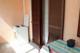 Балкон. Будванская ривьера, Черногория, Будва : Апартамент с гостиной, отдельной спальней и балконом