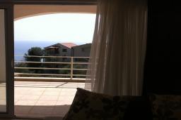Балкон. Будванская ривьера, Черногория, Приевор : Апартамент с гостиной, двумя спальнями и балконом с видом на море