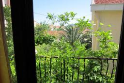 Вид. Будванская ривьера, Черногория, Будва : Четырехэтажный дом с двумя гостиными, двумя кухнями, 6 спален, 6 ванных комнат, гараж, сауна