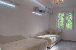 Спальня 3. Будванская ривьера, Черногория, Будва : Вилла с гостиной, тремя отдельными спальнями, двумя ванными комнатами, паркоместо, Wi-Fi