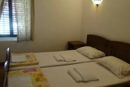 Спальня 3. Будванская ривьера, Черногория, Рафаиловичи : Каменный дом в 100 метрах от моря, 4 спальни, 3 ванные комнаты, большая терраса