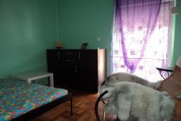 Спальня 2. Будванская ривьера, Черногория, Будва : Апартамент с видом на море, с гостиной и двумя отдельными спальнями