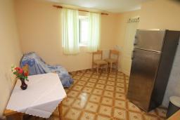 Кухня. Боко-Которская бухта, Черногория, Ораховац : Студия с террасой в 20 метрах от пляжа