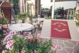 Кафе-ресторан. Romanov 4* в Свети Стефане