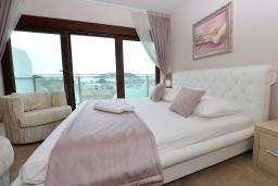 Спальня. Бечичи, Черногория, Будва : Улучшенный люкс с видом на море