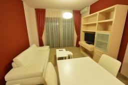 Гостиная. Бечичи, Черногория, Будва : Улучшенный люкс с видом на море