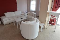 Гостиная. Бечичи, Черногория, Будва : Президентский люкс с видом на море