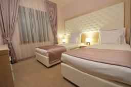 Спальня. Бечичи, Черногория, Будва : Президентский люкс с видом на море