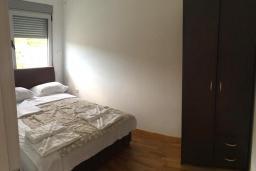 Спальня. Рафаиловичи, Черногория, Рафаиловичи : Апартамент с отдельной спальней и балконом с видом на море
