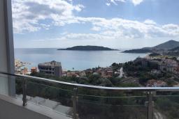 Вид на море. Рафаиловичи, Черногория, Рафаиловичи : Апартамент с отдельной спальней и балконом с видом на море