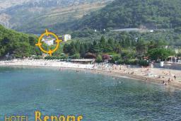 Ближайший пляж. Renome 3* в Петроваце