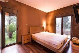 Спальня. Боко-Которская бухта, Черногория, Ораховац : Вилла в 30 метрах от моря, большая гостиная, 2 спальни, парковочное место, Wi-Fi