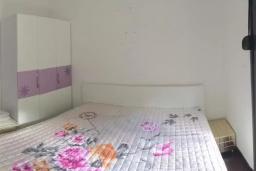 Спальня 2. Боко-Которская бухта, Черногория, Ораховац : Вилла в 30 метрах от моря, большая гостиная, 2 спальни, парковочное место, Wi-Fi