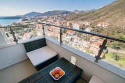 Балкон. Рафаиловичи, Черногория, Рафаиловичи : Апартамент с гостиной, отдельной спальней и балконом
