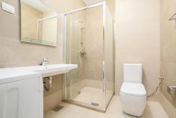 Ванная комната. Рафаиловичи, Черногория, Рафаиловичи : Апартамент с гостиной, отдельной спальней и балконом