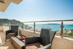 Вид на море. Рафаиловичи, Черногория, Рафаиловичи : Апартамент с балконом и видом на море, с большой гостиной и 3-мя спальнями