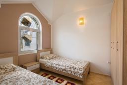 Спальня 2. Бечичи, Черногория, Бечичи : Апартамент с большой гостиной, двумя спальнями и балконом с шикарным видом на море