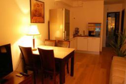 Гостиная. Бечичи, Черногория, Бечичи : Люкс апартамент с гостиной, отдельной спальней и балконом с видом на море