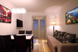Гостиная. Бечичи, Черногория, Бечичи : Люкс апартамент с гостиной, отдельной спальней и балконом