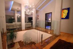Коридор. Бечичи, Черногория, Бечичи : Пентхаус с огромной гостиной, 3-мя спальнями, большим балконом с шикарным видом на море