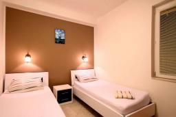 Спальня 2. Бечичи, Черногория, Бечичи : Апартаменты с 2 спальнями и террасой
