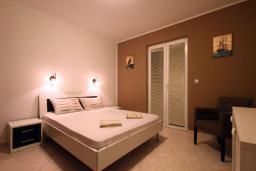 Спальня. Бечичи, Черногория, Бечичи : Апартаменты с 2 спальнями и террасой