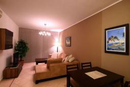 Гостиная. Бечичи, Черногория, Бечичи : Апартаменты с 2 спальнями и террасой