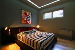 Спальня. Бечичи, Черногория, Бечичи : Апартаменты Делюкс с 2 спальнями и балконом с видом на море